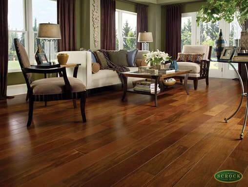 Assoalho de madeira sucupira em ambiente com decoração clássica (foto: Scrock Pisos)