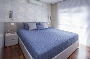 cores frias e quentes quarto com decoração azul foto Karina Korn