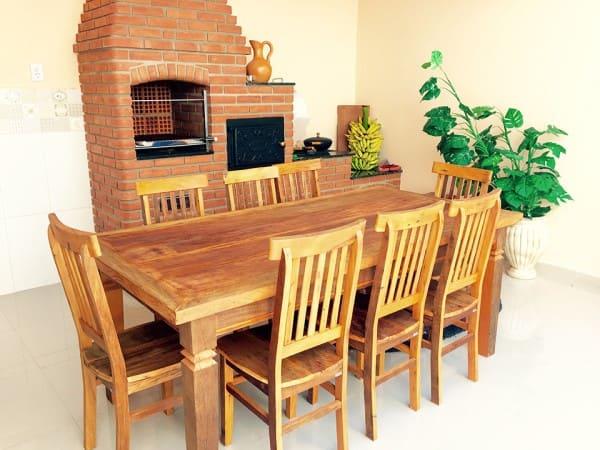 Madeira de reflorestamento: mesa e cadeiras com peroba-rosa (foto: Revista Habitare)