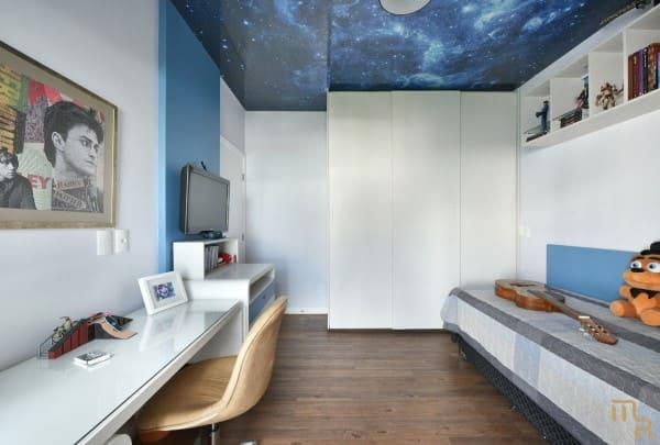 Papel de parede para teto com estampa de céu (foto: Marcela Rocca)