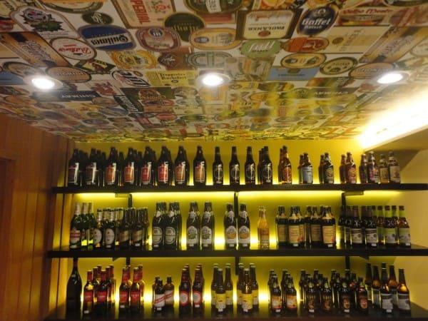 Papel de parede para teto em cervejaria (foto: Maria Helena Torres)