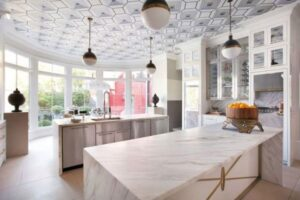 papel de parede para teto em cozinha com decoração clean foto D Magazine – Decorpad
