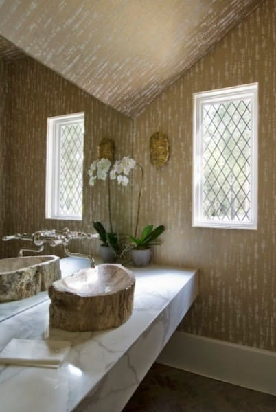 Papel de parede para teto em lavabo com cuba esculpida (foto: Casa Cláudia)