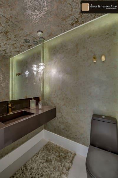 Papel de parede para teto em lavabo com pendente (foto: Juliana Abad)