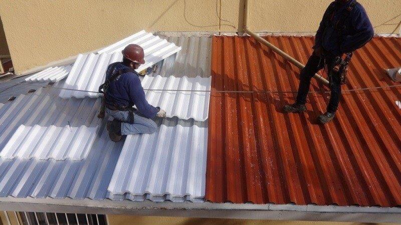 A instalação da telha isotérmica deve ser feita por profissionais especializados. Fonte: Pinterest