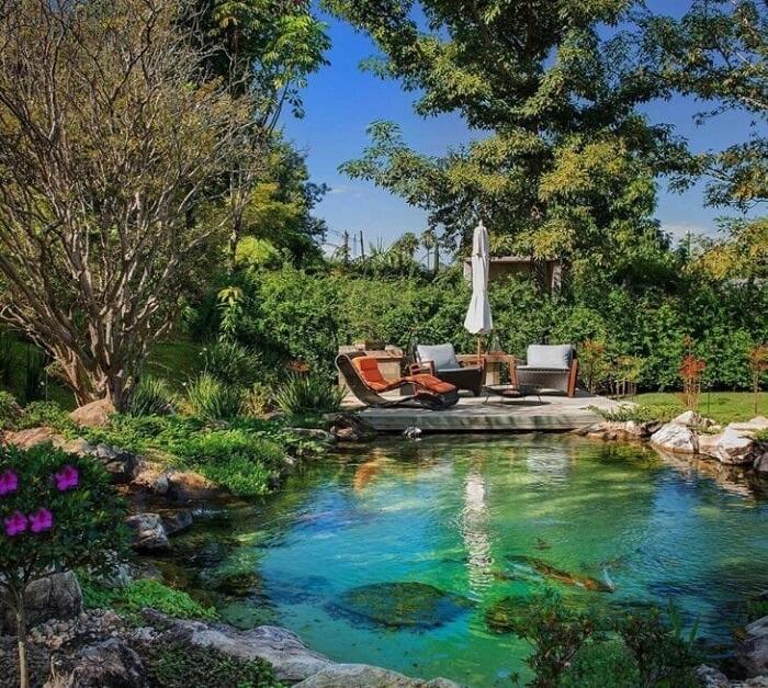 A piscina biológica se integra perfeitamente a paisagem do terreno. Fonte: Genesis Ecossistemas