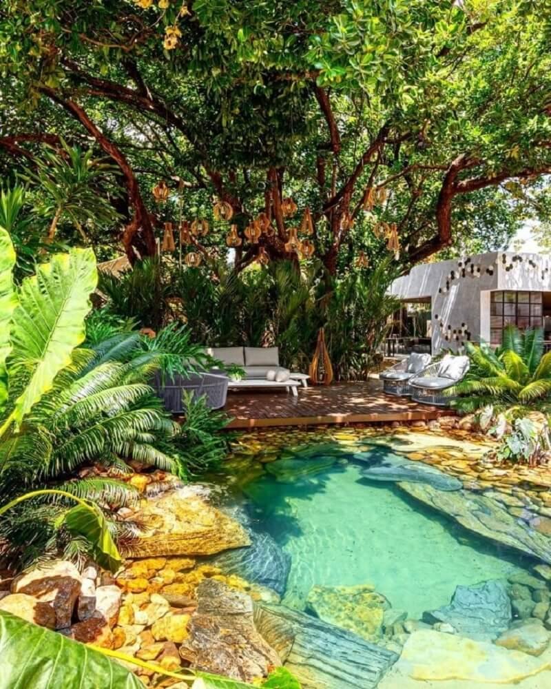 A piscina biológica traz uma identidade única para o projeto do imóvel. Fonte: Thiago Borges