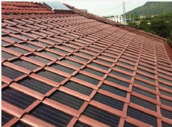 A telha solar ajuda na geração de energia elétrica a partir da radiação solar. Fonte: eBay