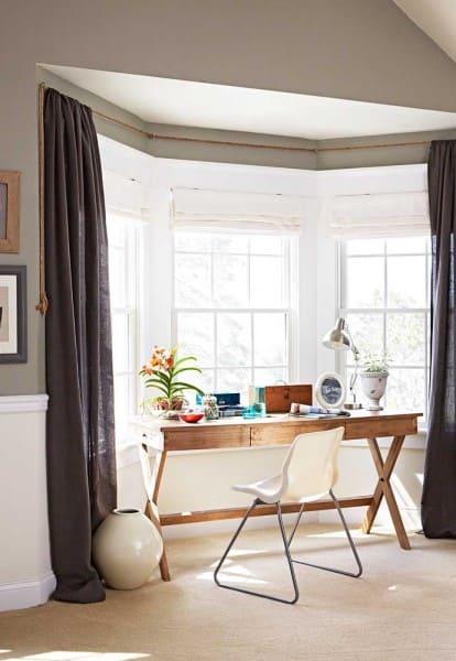 Bay Window e escrivaninha de home office (foto: Decor Fácil)
