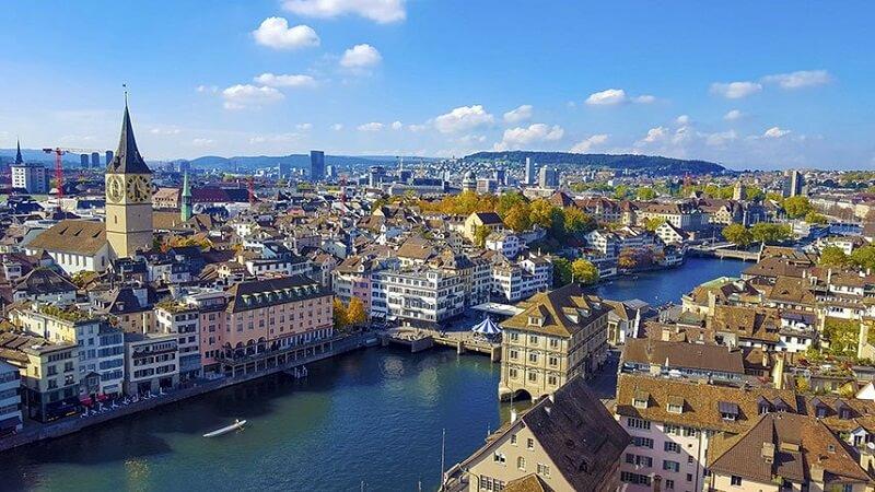 Cidade sustentável: o investimento em transporte público de qualidade na cidade de Zurique (Suíça) deixa as ruas com menos veículos poluidores. Fonte: Eu Ando Pelo Mundo
