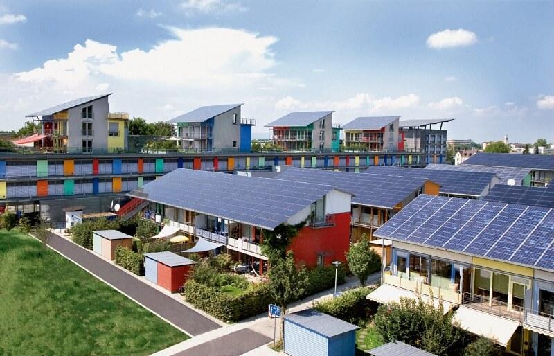 Cidade sustentável: A cidade de Hamburgo (Alemanha) abriga centenas de empresas que produzem energia solar, eólica e energia a partir da biomassa. Fonte: EcoPlanet Energy