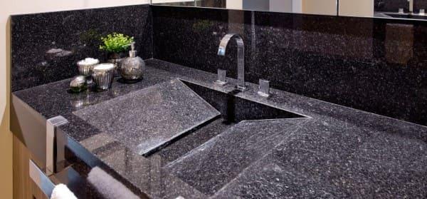 Granito Preto São Gabriel: pia esculpida (foto: Total Construção)