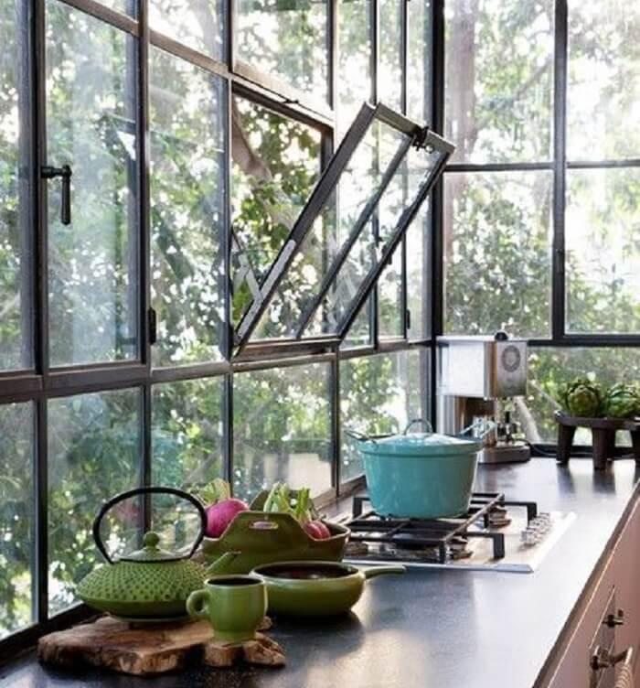 Janela de cozinha tombar. Fonte: Pinterest