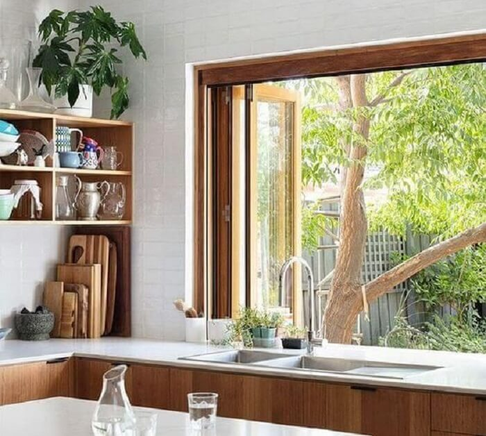 Janela de madeira para cozinha. Fonte: Pinterest