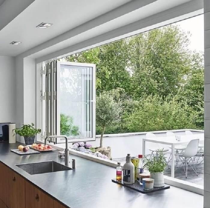 Janela de vidro para cozinha. Fonte: Pinterest