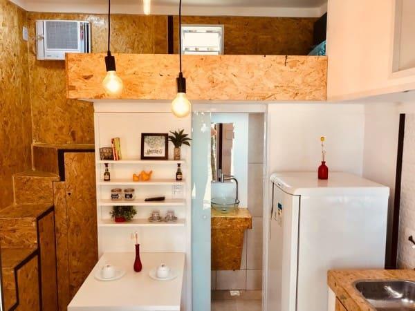 Mini casa com cama suspensa e geladeira (foto: TripAdvisor)