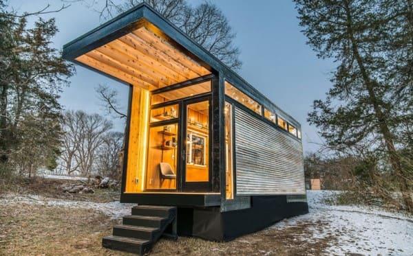 Mini casa com steel frame e madeira (foto: Chic Magazine)