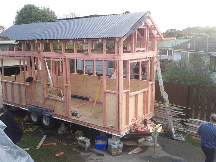 Mini casa construída com Wood Frame (foto: DIY House Building)