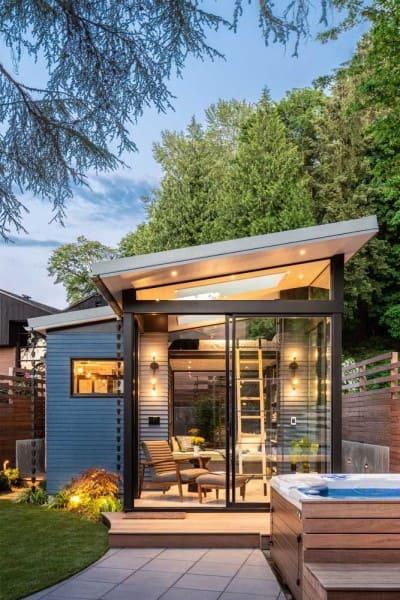 Mini casa moderna com fachada de vidro (foto: Decor Fácil)