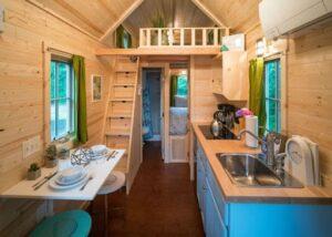 Mini casas mesa flexível e bancada com pia e cooktop