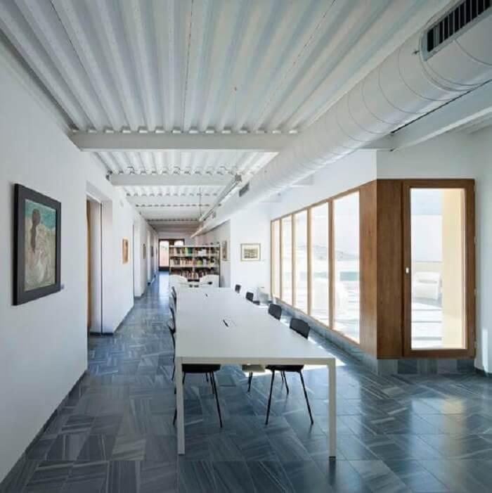 O acabamento interno também é um ponto positivo da telha isotérmica. Fonte: Pinterest