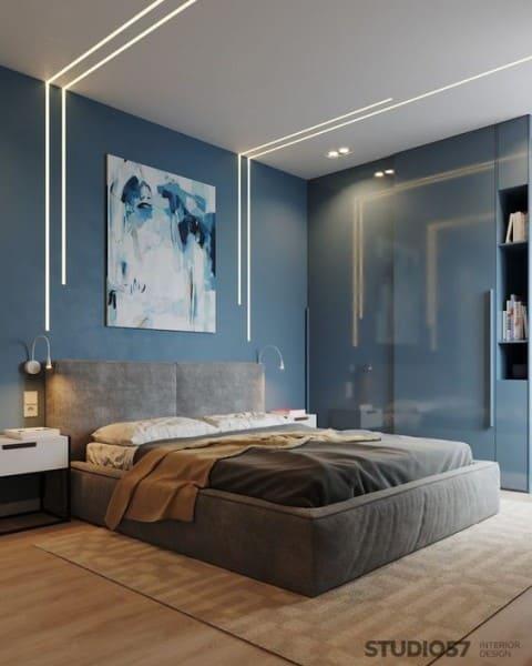 Perfil de LED em quarto de casal com decoração azul e cinza (foto: Pinterest)