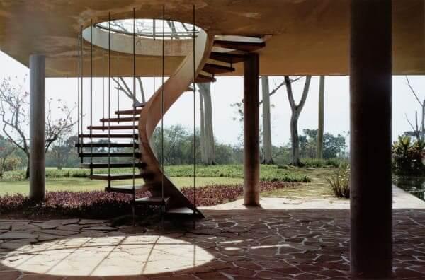 Rino Levi: Casa Olivo Gomes - escada helicoidal (foto: Archdaily)