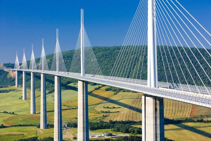 Viaduto de Millau: os viadutos são exemplos de elementos da paisagem cultural. Fonte: Mundo da Engenharia