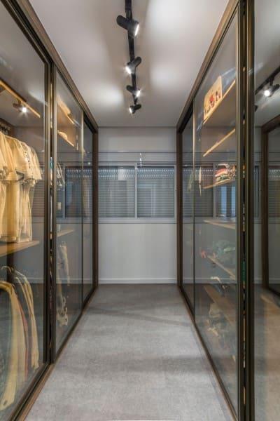 Vidro refletivo bronze em closet (foto: PS do Vidro)