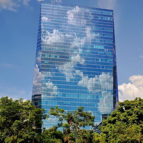 Vidro refletivo em prédio na Faria Lima - São Paulo (foto: Hersil Condomínios)