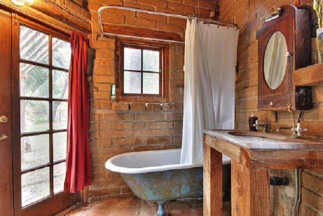 A casa de adobe é perfeita para quem se identifica com os valores da bioconstrução. Fonte: Small House Swoon