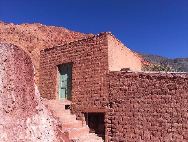 A casa de adobe é uma técnica que se utiliza de tijolos de adobe. Fonte: Entremundos