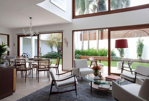 Arquitetura sensorial: sala de estar e jantar integradas com iluminação zenital (foto: CSDA arquitetura + decoração)