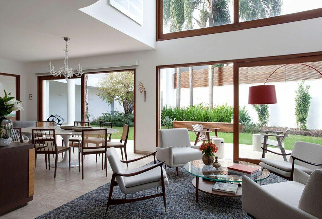 Arquitetura sensorial sala de estar e jantar integradas com iluminação zenital foto CSDA arquitetura + decoração