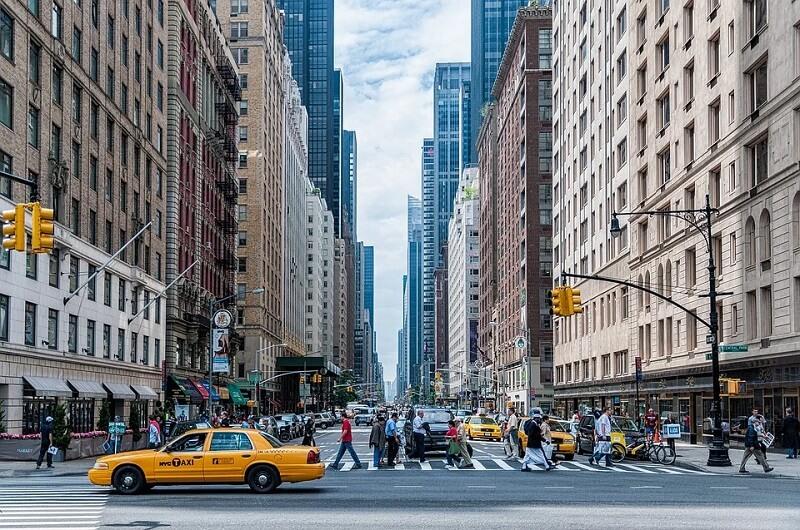 Casas, grandes edifícios, pontes, viadutos são alguns dos elementos que compõem a paisagem urbana. Fonte: Pixabay