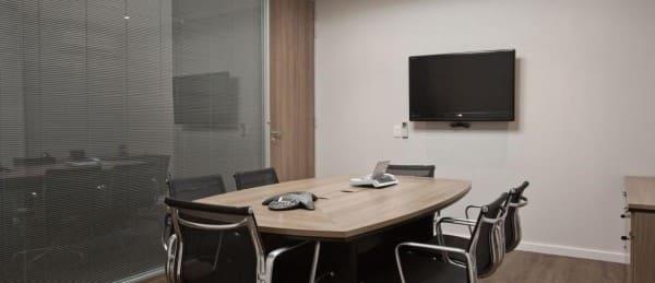 Cortina para escritório traz privacidade para ambientes (foto: Trio Arquitetura)