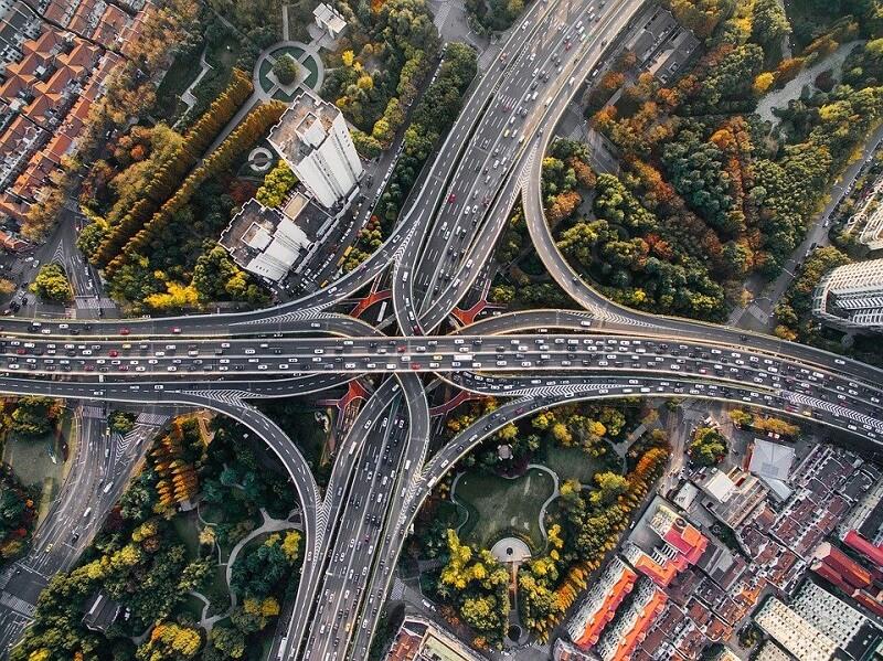 Atividades sobre paisagem rural e urbana: avenidas, ruas, pontes são alguns do elementos que compõem a paisagem urbana. Fonte: Pixabay
