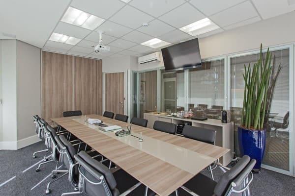 Forro mineral em sala de reunião (foto: Sesso & Dalanezi Arquitetura+Design)