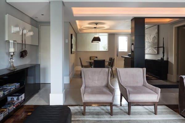 Sanca com LED em sala de jantar integrada com sala de estar (foto: Kali Arquitetura)