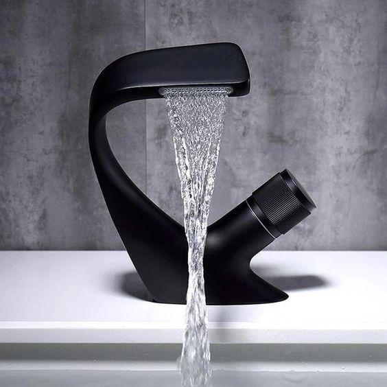 Torneiras diferentes: torneira com bica reta (foto: signaturefaucets.com)