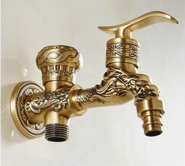 Torneiras diferentes: torneira de parede dourada com ornamentos (foto: zipyshop)