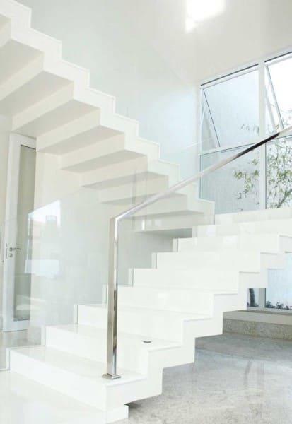 Escada de marmoglass branco (foto: Decor Fácil)