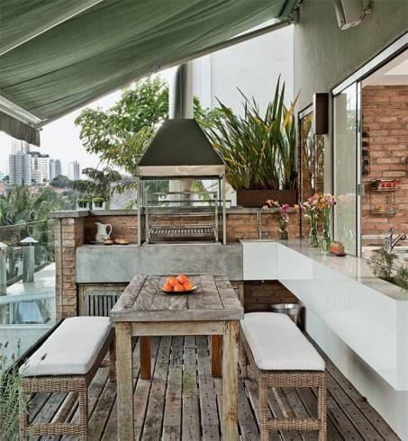 Marmoglass em bancada na churrasqueira (foto: Casa e Construção)
