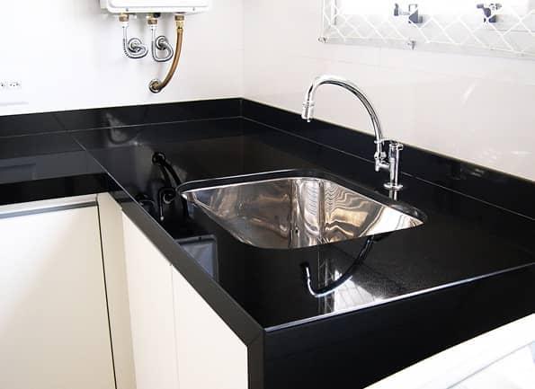 Marmoglass preto em área de serviço (foto: Total Construção)