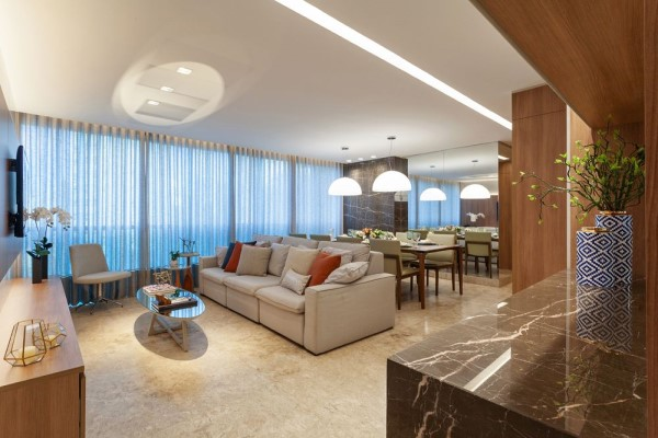 Planta de forro e iluminação: sala de estar com rasgo no forro e iluminação embutida (foto: Bárbara Botelho - Arquitetura e Interiores)